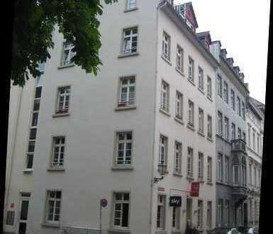 Im Herzen der Altstadt - 4-Zimmer-Dachgeschosswohnung mit Balkon und Einbauküche!