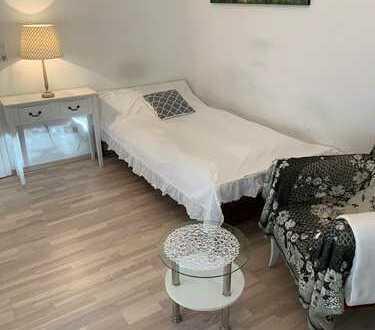 ooo Einzimmerapartment ausgestattet mit allen Möbeln ooo