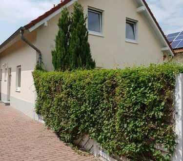 Schöne Doppelhaushälfte in ruhiger Lage in Karl-Marx-Siedlung zu verkaufen