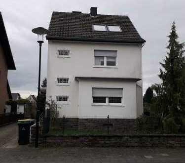 Schönes Haus mit fünf Zimmern in Rhein-Sieg-Kreis, Troisdorf