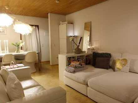 Helle, modernisierte 3-Zimmer-Wohnung mit Balkon, Einbauküche inklusive Garage mit Carport