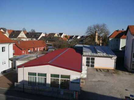 Gewerbe in zentraler Lage inkl. Parkplätzen an Hauptstraße B85