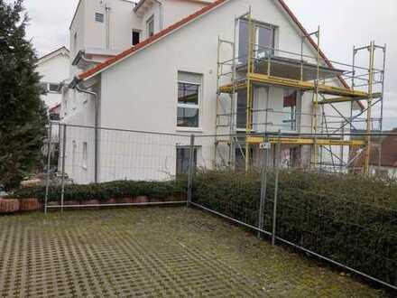 Erstbezug: helle 2 ½-Zimmerwohnung mit Einbauküche, Balkon und Stellplatz in ruhiger Wohnlage