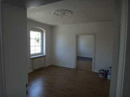Stuck-Wohnung mit Mietergarten & PKW-Stellplatz