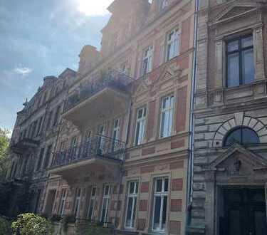 ZWEITBEZUG mit Ausblick ins Grüne - 5 Zimmer, Vollkomfort im Bad, Gäste-WC, 2 Balkone - wunderschön!