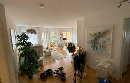 Stilvolle, gepflegte 2-Zimmer-Wohnung mit Balkon und Einbauküche in Wiesbaden