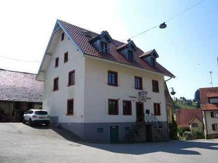 Ehemaliger Gasthof, 2Wohnungen, 16 Stellplätze