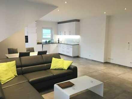 Bretzfeld: 3,5 Zi. DG Wohnung mit Aufzug, Einzelgarage und Einbauküche im Neubaucharakter