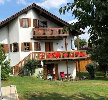 Vollständig renovierte 3,5-Zimmer-Dachgeschosswohnung mit Balkon und Einbauküche in Pöttmes