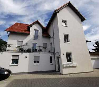 Neuwertige 3 ZKB Wohnung mit Balkon und Aufzug zu vermieten