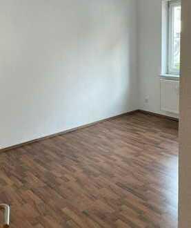 Sanierte 3-Raum-Erdgeschosswohnung mit Balkon und Einbauküche in Stuttgart