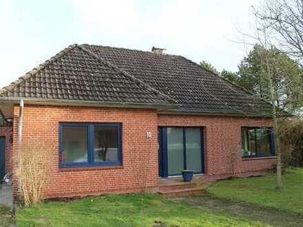 Ruhig gelegenes Einfamilienhaus mit 5 Zimmern und großem Garten in Schwabstedt, Nordfriesland
