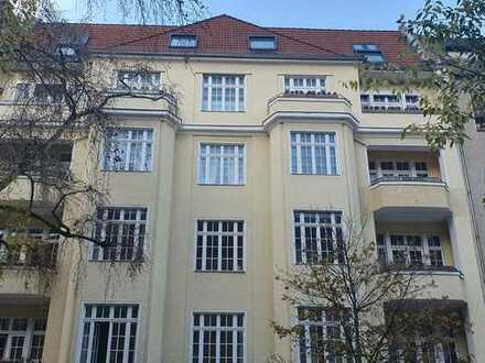 liebevoll sanierte Etagenwohnung im Gartenhaus eines gepflegten Mehrfamilienhauses in Charlottenburg