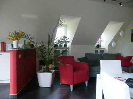 Hochwertige 2 Zimmewohnung DG, modern, hell, gutgeschnitten incl. Küche u. SZ-EinbauST-Schrank
