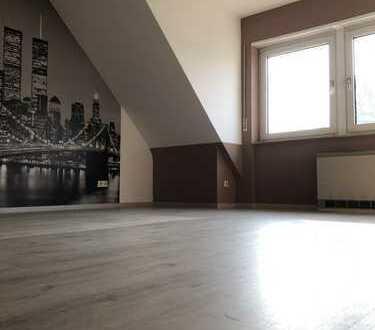 Gepflegte 3-Zimmer-DG-Wohnung mit Balkon und Einbauküche in Mannheim