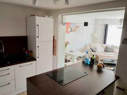 Ruhige und außergewöhnliche 2-Zimmer-Wohnung mit Terrasse