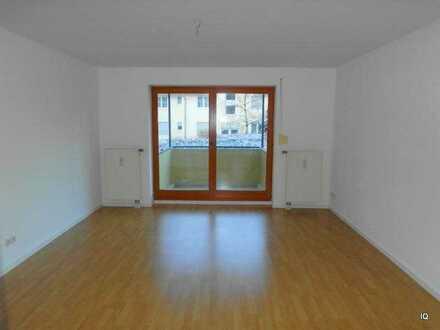 Ab Mitte Dezember 2020: Freundliche 3-Zimmer-Wohnung mit Südbalkon, Laminatboden & separater Küche