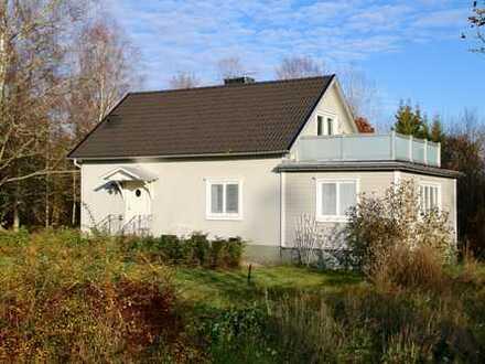 Sehr schöne und gepflegte Villa auf großem Grundstück