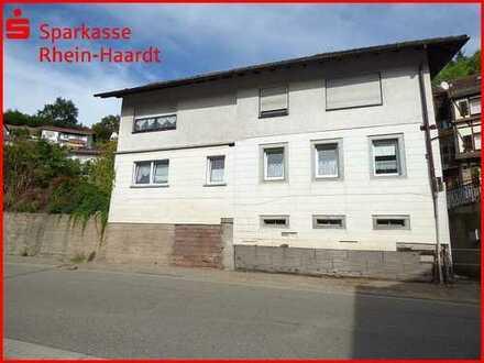Großzügiges Wohnhaus mit Einliegerwohnung in zentraler Lage