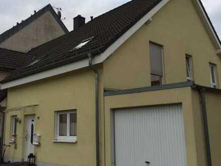 Schönes Öko-Haus mit 5 Zimmern, Garten und Garage in Köln, Merkenich