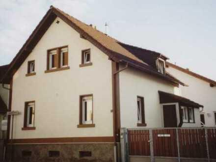 Kleines modernisiertes Einfamilienhaus