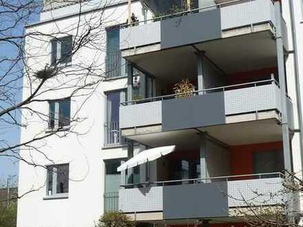 Mitten in Zollstock: Schöne, helle Wohnung mit tollem Grundriss, großem Balkon und TG-Stellplatz!