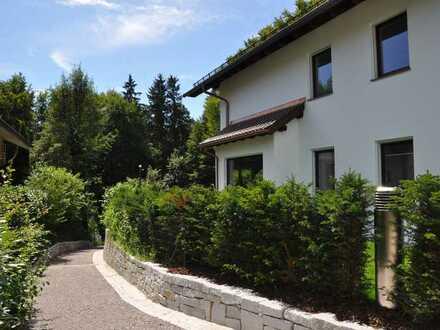 Neubau-ENSEMBLE in ruhiger LAGE - Komf. VILLEN-Hälfte - 82335 BERG Starnberger See