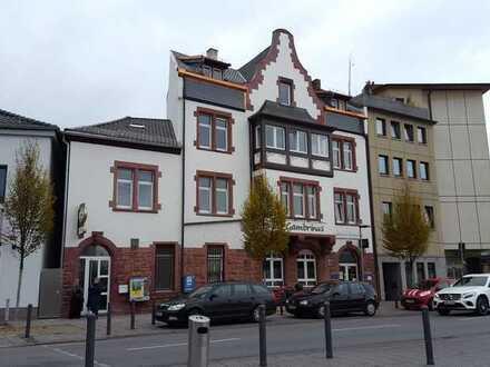 schöne 2 ZKD Wohnung mit Erker gegenüber Bahnhof