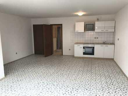 Exklusive, geräumige und vollständig renovierte 1-Zimmer-EG-Wohnung oder Büro mit Einbauküche