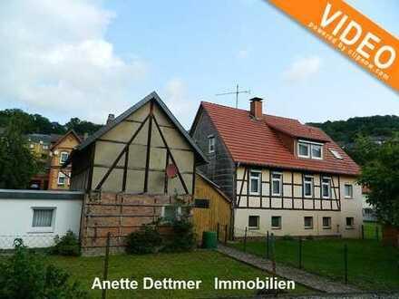 Ein- bis Zweifamilienhaus mit Nebengebäude und Garage!