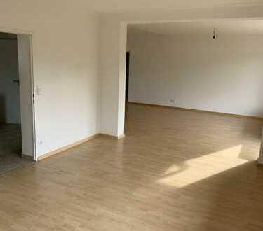 1.200 €, 125 m², 4 Zimmer