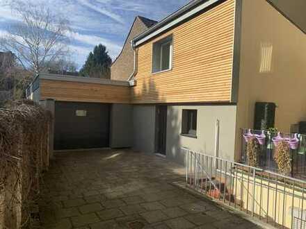 Freistehendes kleines Haus mit Garage und Garten in Alt Bocklemünd!