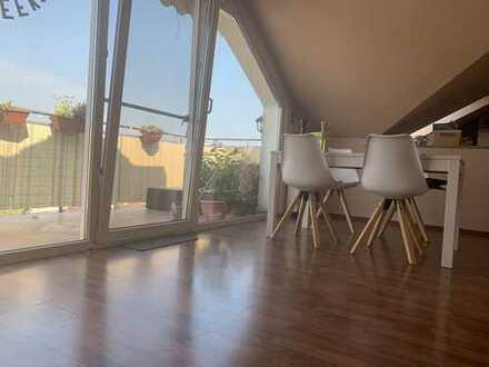 Attraktive 3-Zimmer-DG-Wohnung mit Balkon und EBK in Offenbach am Main
