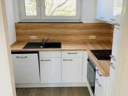 Vollständig renovierte Wohnung mit drei Zimmern sowie Balkon und Einbauküche in Bremen-Neustadt