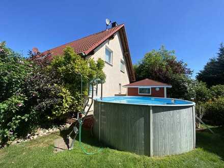 Gepflegte Doppelhaushälfte mit Kamin und Pool