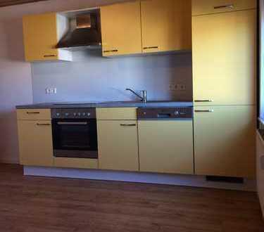 Sanierte 3-Zimmer-Dachgeschosswohnung mit Einbauküche in Rheinsheim