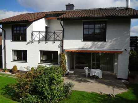 Komfortable, moderne und sonnige Wohnung im 1. OG, die auch hohen Ansprüchen gerecht wird.