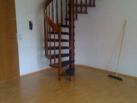 Schöne und geräumige 2,5 Zimmer Maisonette Wohnung Ortsmitte Frickenhausen