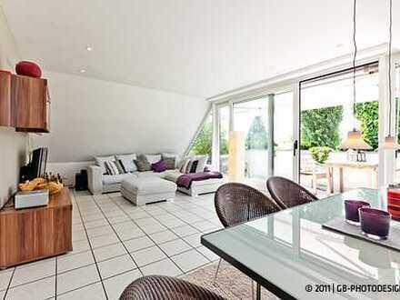Wunderschöne helle 3-Zimmer-DG-Wohnung mit Einbauküche und Balkon in Zündorf, Köln