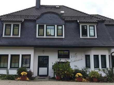 Wunderschöne renovierte 2-Zimmer-Dachgeschosswohnung mit Einbauküche in Oberhof