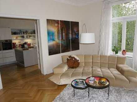 Wunderschöne, hochwertig sanierte und helle Altbauwohnung in beliebter Nordendlage!