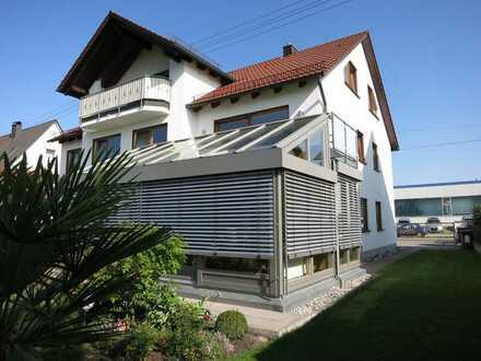 Ruhige, 4-ZKB/Gäste-WC, mit gr. Süd-Balk. (ca. 14 m²) in Augsburg-Lechhausen / nur 3 Wohneinheiten