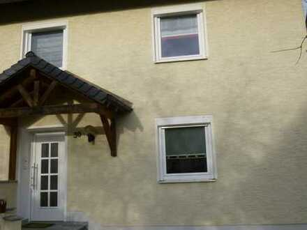 Doppelhaushälfte mit EBK ruhiger Lage