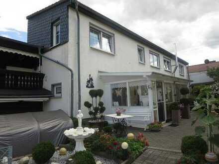 2 Häuser zum Preis von einem mit angelegtem Grundstück und Garage in absolut ruhiger Lage