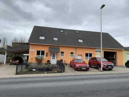 Gepflegtes neuwertiges Wohnhaus mit Gewerbefläche Lager und Garten