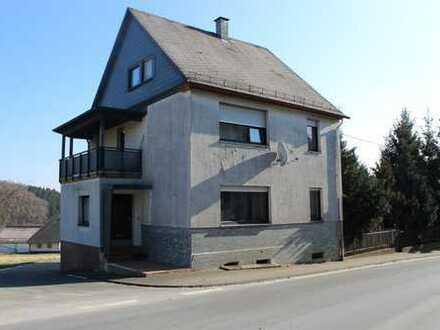 Freistehendes, wärmegedämmtes Einfamilienhaus mit Garten und Garage