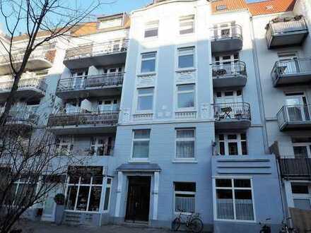 Modernisierte 2-Zimmer Altbauwohnung mit Balkon in Hamburg-Eimsbüttel
