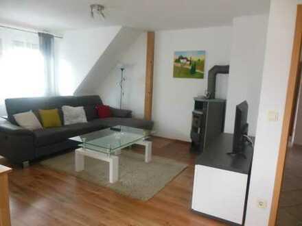 Möblierte 2,5-Zimmer-Dachgeschosswohnung mit Balkon und EBK in Nürnberg