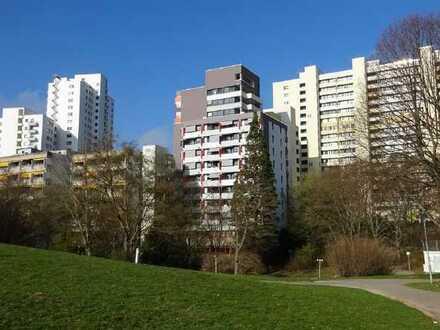 Wohnen im Alter: Seniorenwohnung mitten in Leonberg am Park und LEO-Center (M-71229-Ost46)