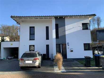 Modernes KFW-70-Einfamilienhaus mit Garten und Garage